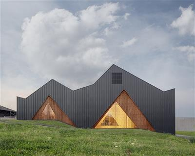 Salle_Pollyvalente_a_Le_Vaud_LOCALARCHITECTURE_Matthieu_Gafsou.jpg